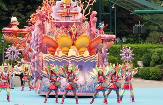 テーマパークダンサーになるために必要な4つのスキル!ダンススキルだけでなく表現力や人間力も磨こう1