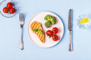 毎日の食事を楽しみ、心と体を健康にする