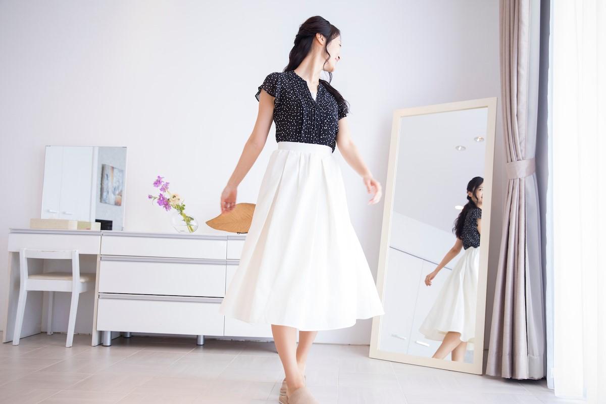 自宅に複数の鏡を置いて客観的に自分の姿を見ることを心がける